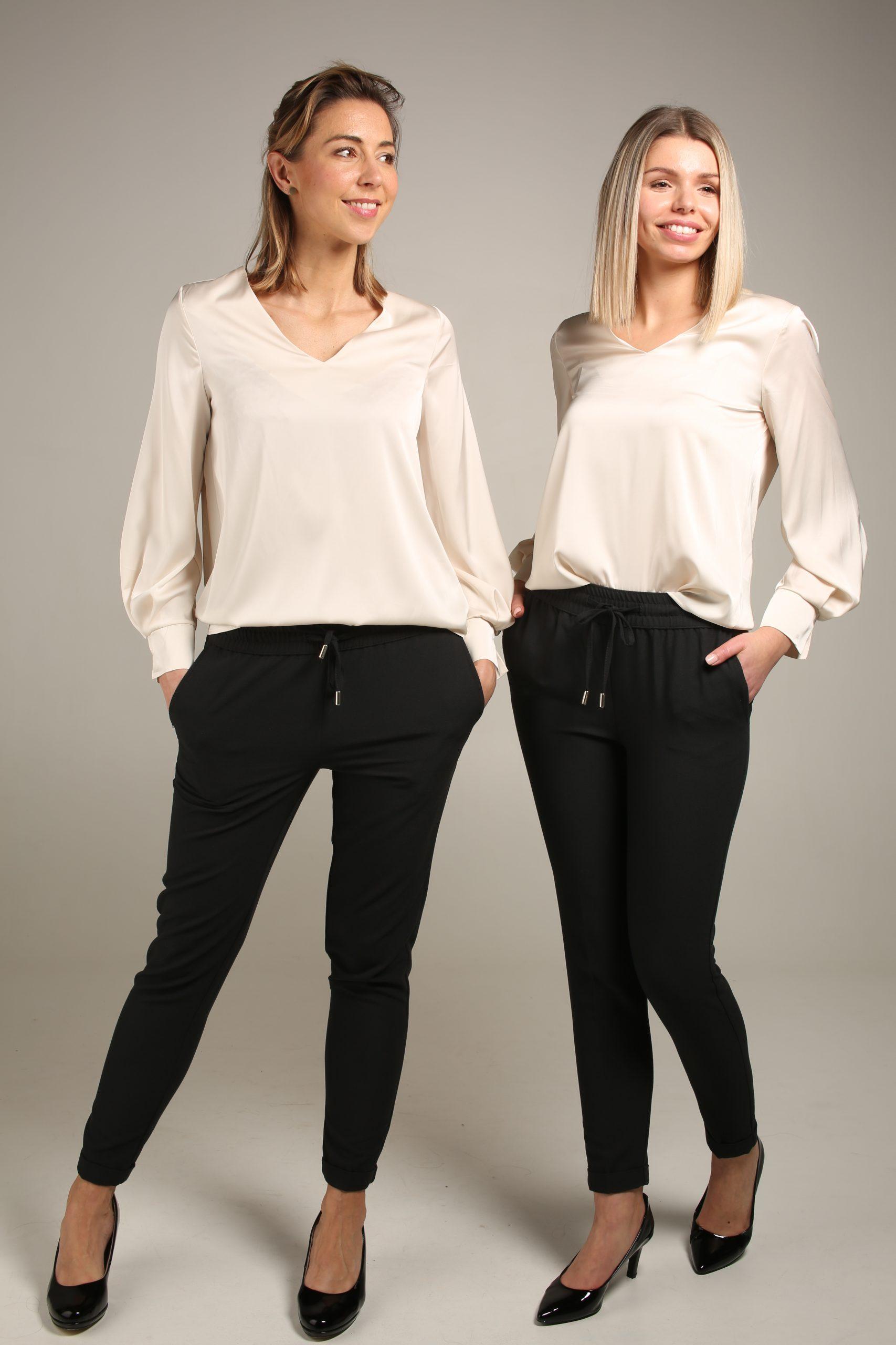 Zwarte broek & Crèmekleurige blouse
