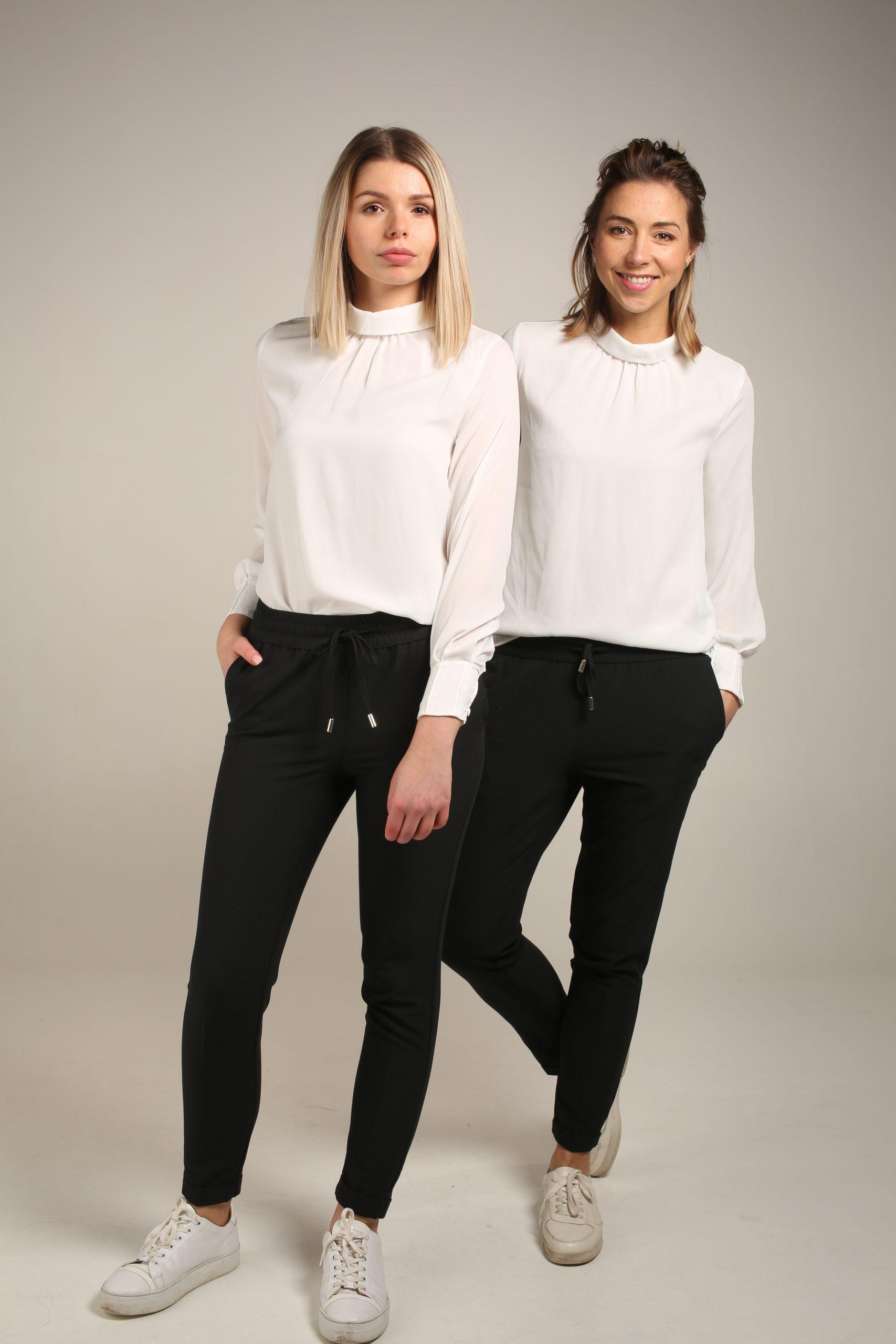 Zwarte broek & Witte blouse